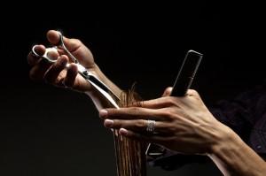 coupe cheveux aux ciseaux